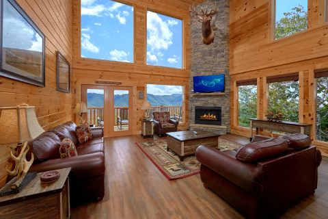 Luxurious Cabin with Stone Fireplace and Views - Elk Ridge Lodge