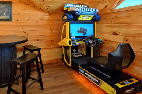 Luxury Cabin with Race Car Driving Arcade Game - Elk Ridge Lodge