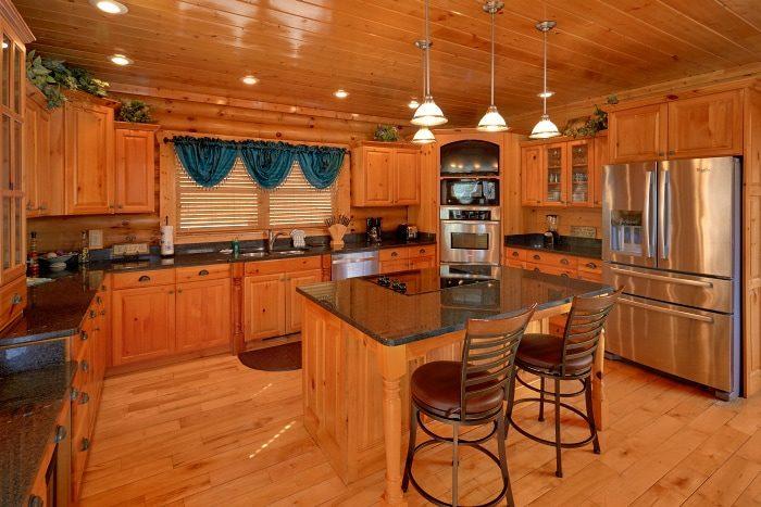 5 Bedroom Cabin Sleep 14 with Large Open Space - Elkhorn Lodge