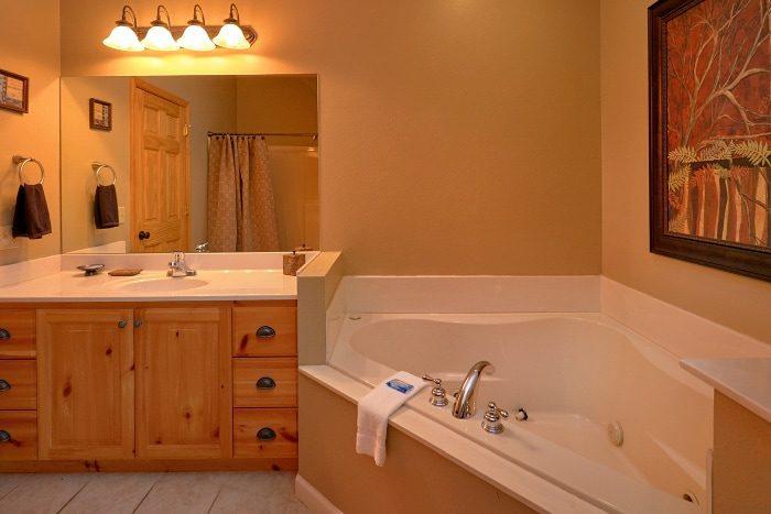 Private Jacuzzi Tub 5 Bedroom Gatlinburg Cabin - Elkhorn Lodge