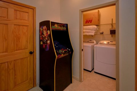 Arcade Game 5 Bedroom Cabin Sleeps 14 - Elkhorn Lodge