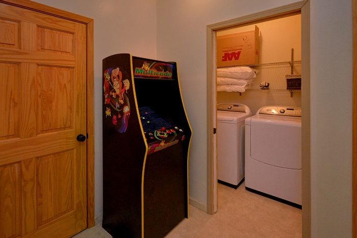 Arcade Game 5 Bedroom Cabin Sleeps 14 - Elkhorn Lodge
