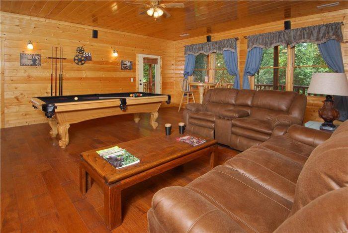 5 Bedroom Cabin Sleeps 14 wit Extra Space - Elkhorn Lodge