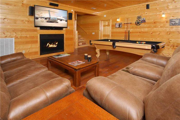 5 Bedroom Cabin with 2 Sofa Sleeps Sleep 14 - Elkhorn Lodge