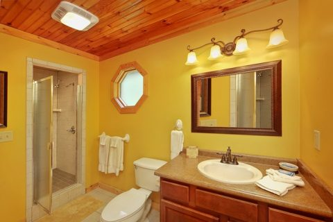 1 Bedroom Cabin with Private Bath and Jacuzzi - Enchanted Evenings