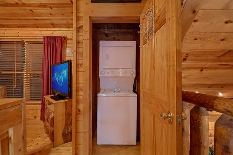 Washer & Dryer 2 Bedroom 2 Bath Cabin Sleeps 10 - Endless Joy
