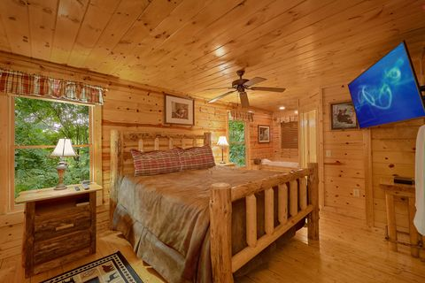 Cabin with Queen Bedroom - Endless Joy