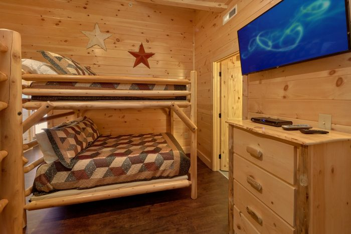 Bunk bedroom for 8 in luxury cabin with pool - Endless Sunsets