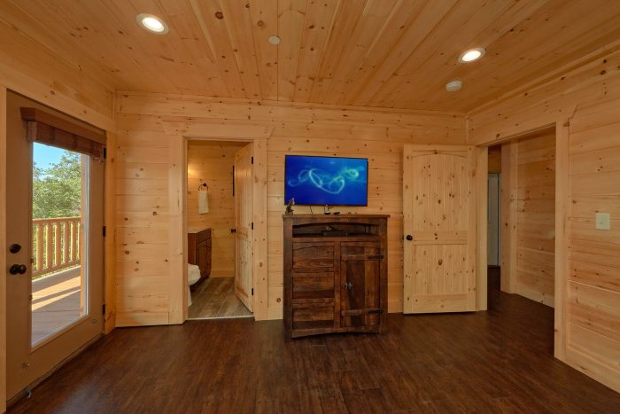 King Bedroom with Private Bath and TV in cabin - Endless Sunsets