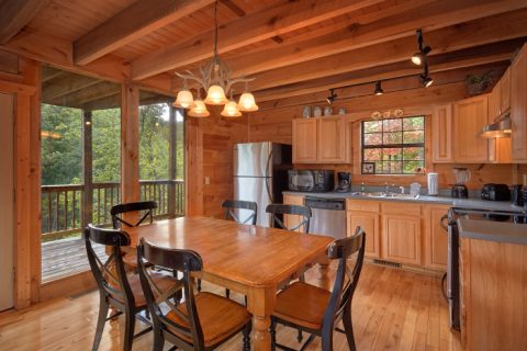 3 Bedroom Cabin with Large Dining Room - Falcon Crest
