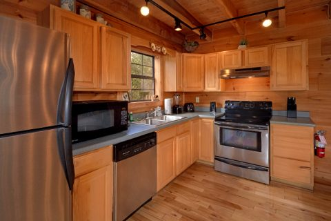 3 Bedroom Cabin that sleeps 8 with Full Kitchen - Falcon Crest