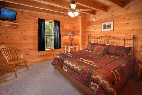 3 Bedroom Cabin with Main Floor King Bedroom - Falcon Crest