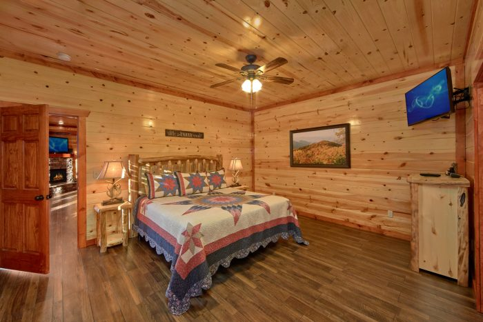 6 Bedroom cabin with Two Main Floor Masters - Family Fun Pool Lodge 2