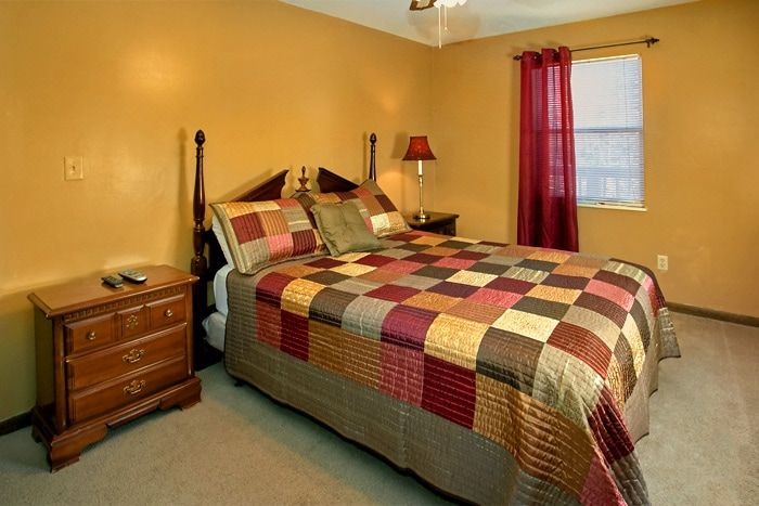 Queen Bedroom in Cabin with Flat screen TV - Family Gathering