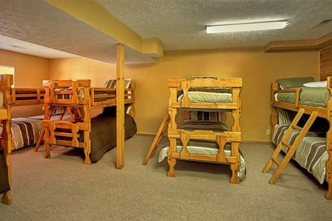 Cabin with bunk beds and Kitchenette - Family Gathering