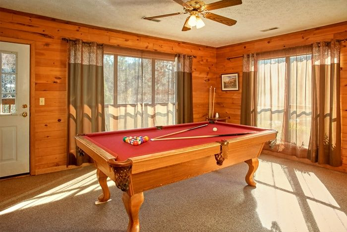 Group Size 7 Bedroom cabin with pool table - Family Gathering