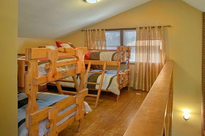 3 Bedroom Cabin with Bunk Beds in Loft - Family Getaway