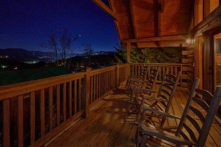 A Bear's Hideaway: 2 Bedroom Sevierville Cabin Rental