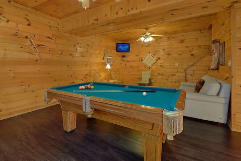 4 Bedroom Cabin Game Room with Pool Table - Fishin Hole
