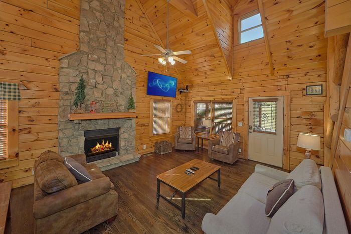 4 Bedroom Cabin with Luxurious King Suite - Fishin Hole