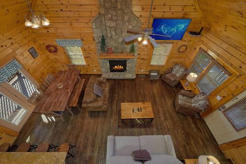 Rustic 4 bedroom cabin with Fireplace - Fishin Hole