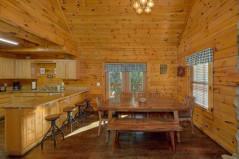 Family size dining room in 4 bedroom cabin - Fishin Hole