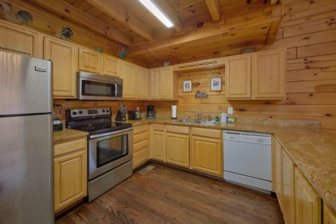 Fully Furnished Kitchen in 4 bedroom cabin - Fishin Hole