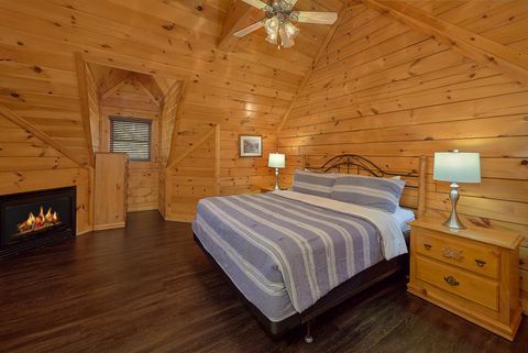 Luxurious 4 Bedroom Cabin with 2 Queen Beds - Fishin Hole