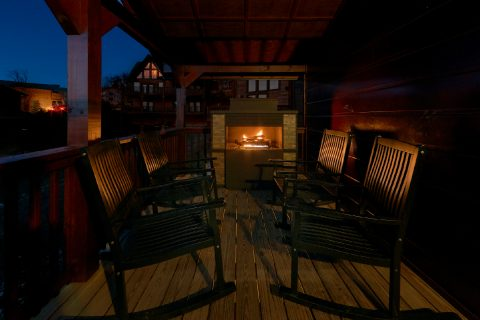 3 Bedroom cabin with Fireplace on the deck - Flying Bear