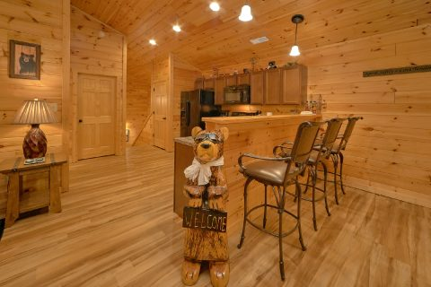 Spacious 3 bedroom cabin with Kitchen and Bar - Flying Bear