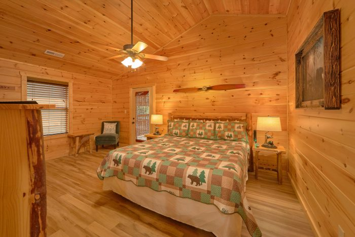 King bedroom on main level in 3 bedroom cabin - Flying Bear