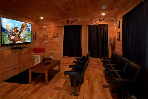 Luxury 3 Bedroom Cabin with Theater Room - Fort Knoxx