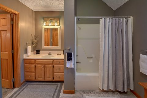 Large Master Bath Room - Foxes Den