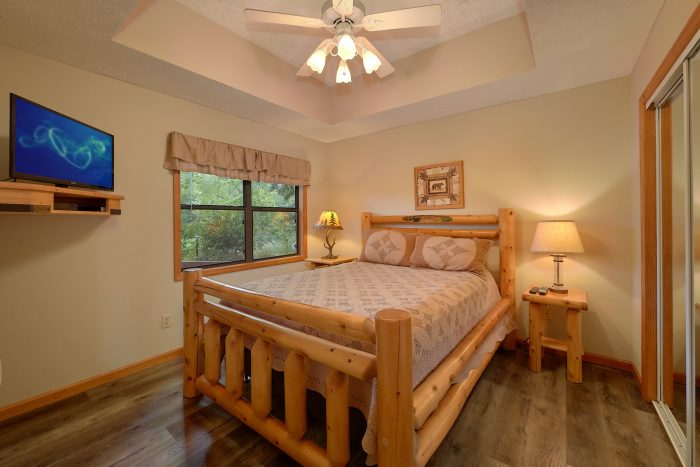 Pigeon Forge Cabin with a Resort Pool - Foxes Den