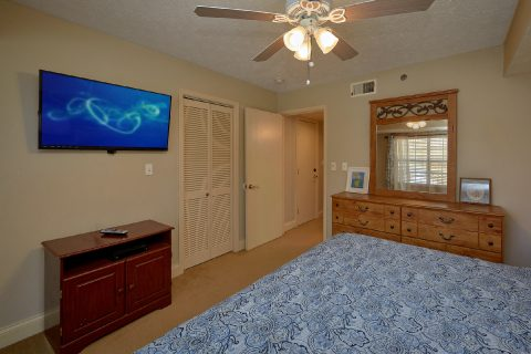 2 King bedrooms with TVs in Gatlinburg Condo - Gatehouse 505
