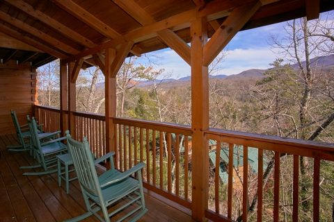Spacious Deck Space 3 Bedroom Cabin Sleep 10 - Gatlinburg Views