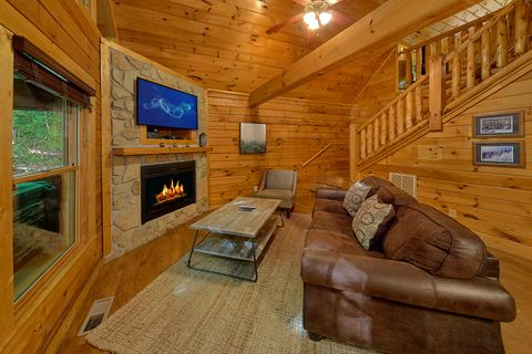 Pigeon Forge Cabin with Private Outdoor Hot Tub - Git - R - Done