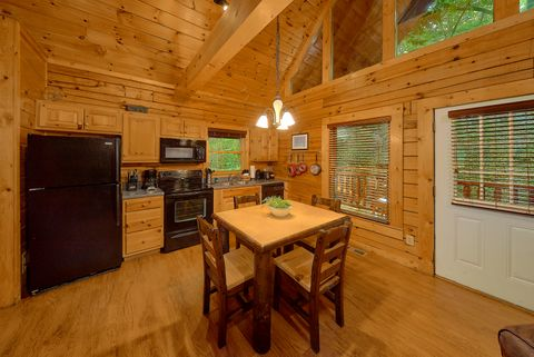 Luxurious Master King Suite in Cabin Rental - Git - R - Done