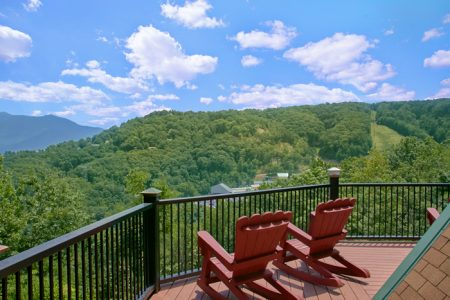 Country Oaks Lodge: 6 Bedroom Pigeon Forge Cabin Rental