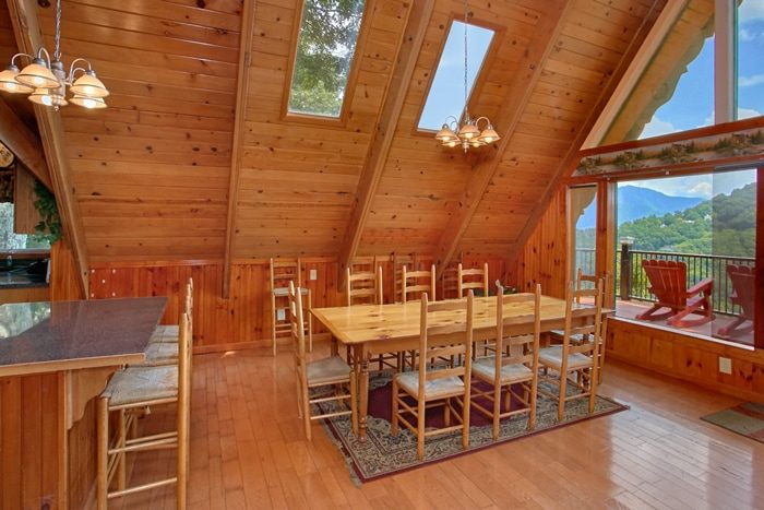 5 Bedroom Cabin with Large family Dining Area - Grand Pinnacle