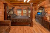8 Bedroom Cabin Sleeps 24 Main Floor Bedroom