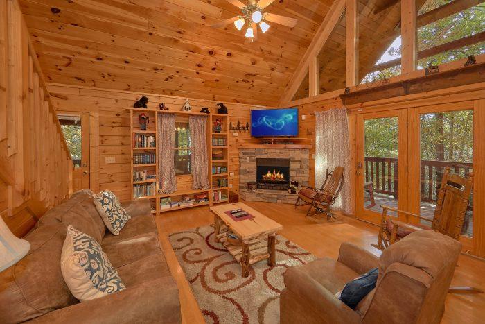 3 Bedroom Gatlinburg Cabin Sleeps 6 - Gray Fox Den