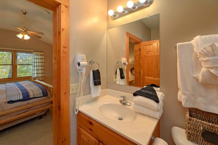 2nd Bedroom Gatlinburg Cabin Sleeps 6 - Gray Fox Den