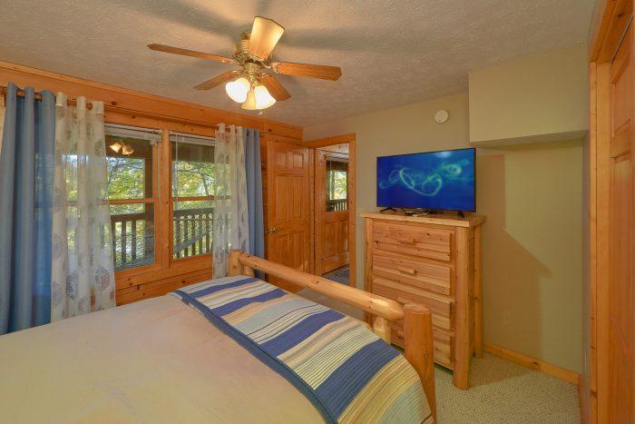 """TV""""S in All Bedrooms 3 Bedroom Cabin - Gray Fox Den"""
