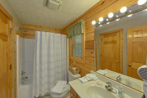 Black Bear Falls 3 Bedroom Cabin Sleeps 6 - Gray Fox Den