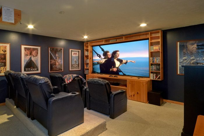 3 Bedroom with Theater Room Gatlinburg - Gray Fox Den