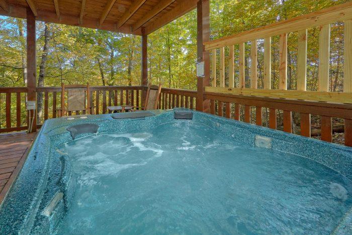 Private Hot Tub 3 Bedroom Cabin in Gatlinburg - Gray Fox Den
