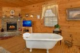 1 Bedroom Cabin Sleeps 2 with Claw Tub