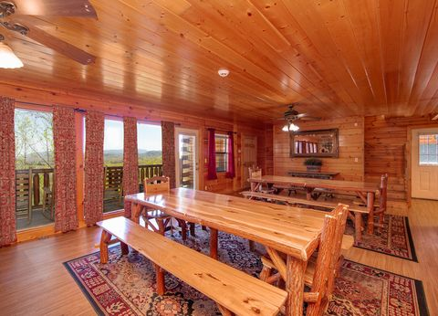8 bedroom cabin with Large Dining Room - Great Aspirations