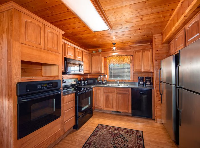 Cabin with 2 stoves and 2 fridge and freezers - Great Aspirations